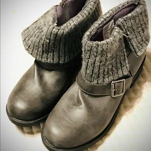 Brand New Grey Stone Falls Creek Ankle Boots